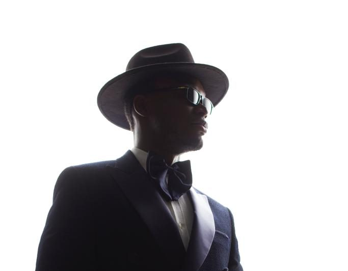 """E.L Plays Choir Conductor In Video for """"Efa Wo Ho Ben"""""""